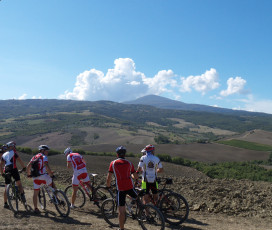 Val d'Orcia Knights: Bike Tour, Cooking Class, Banquet